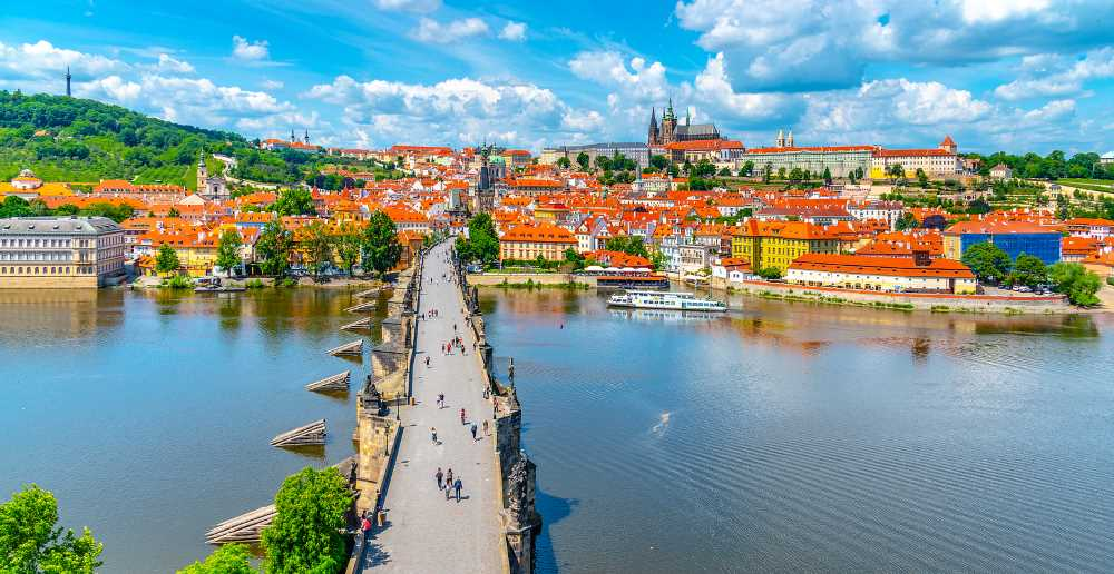 2 days in Prague - the beautiful Charles Bridge and Prague Castle